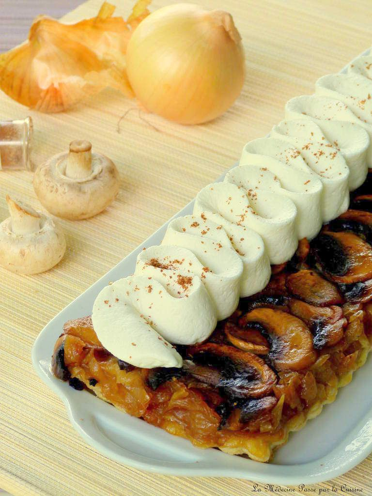 Tatin aux oignons et champignons caramélisés, chantilly de chèvre
