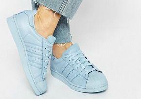 J'aimerais aussi pouvoir me prendre ces petites baskets conçues par Pharrell Williams. Ce sont les Adidas - Superstar Supercolor en bleu ciel, je trouve ça original et moins commun. Cela dit, ça reste une couleur plutôt estivale c'est pourquoi elles occupent la dernière place du classement haha (la photo provient du site Asos.fr mais elles sont épuisés. Prix : 68€ environ)