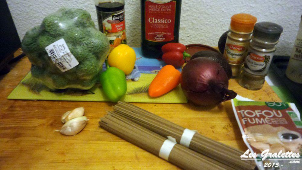 Les ingrédients du wok de tofu fumé aux légumes