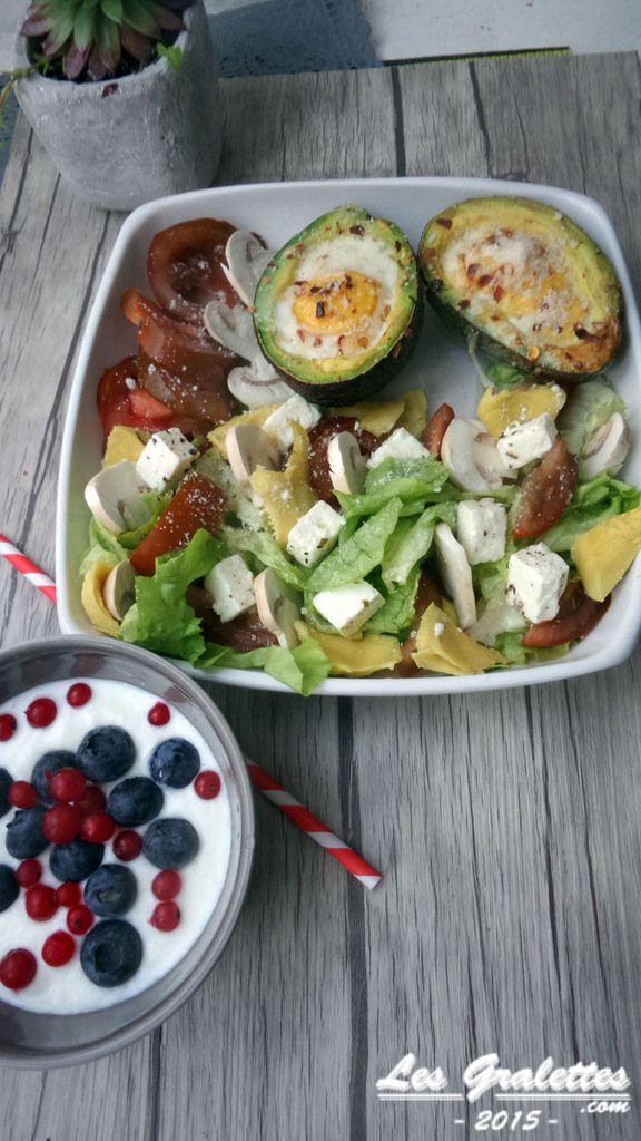 Recette : Avocat oeuf cocotte et salade tomate feta