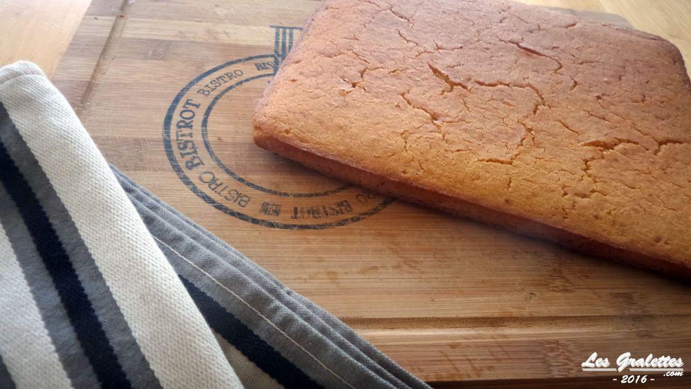 Le pain de maïs cuit, le cornbread se deguste en petits carrés, encore chaud et croustillant ou refroidi !
