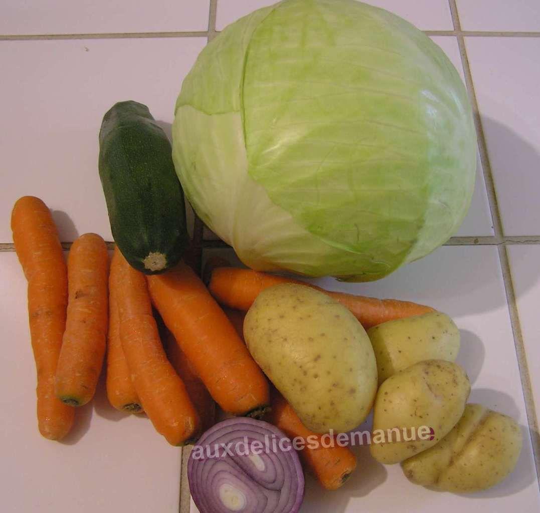 soupe aux légumes (chou blanc-carottes- pomme de terre-courgette) et poulet fumé
