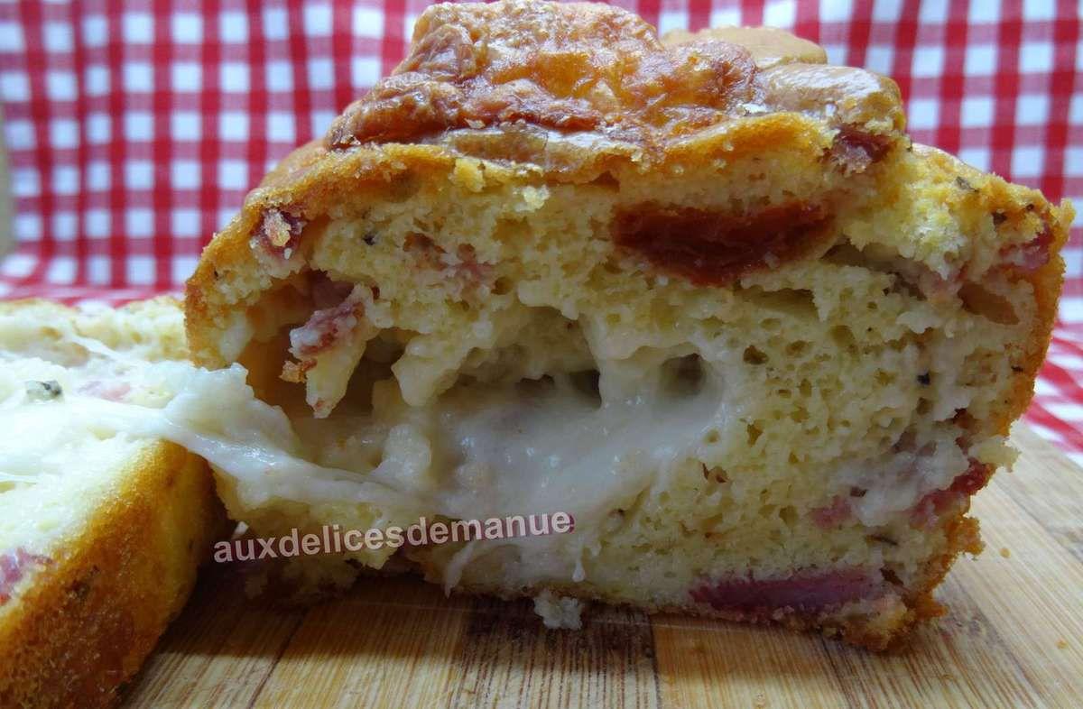 cake aux cœurs d'artichauts, tomates confites, olives, mozza et bacon