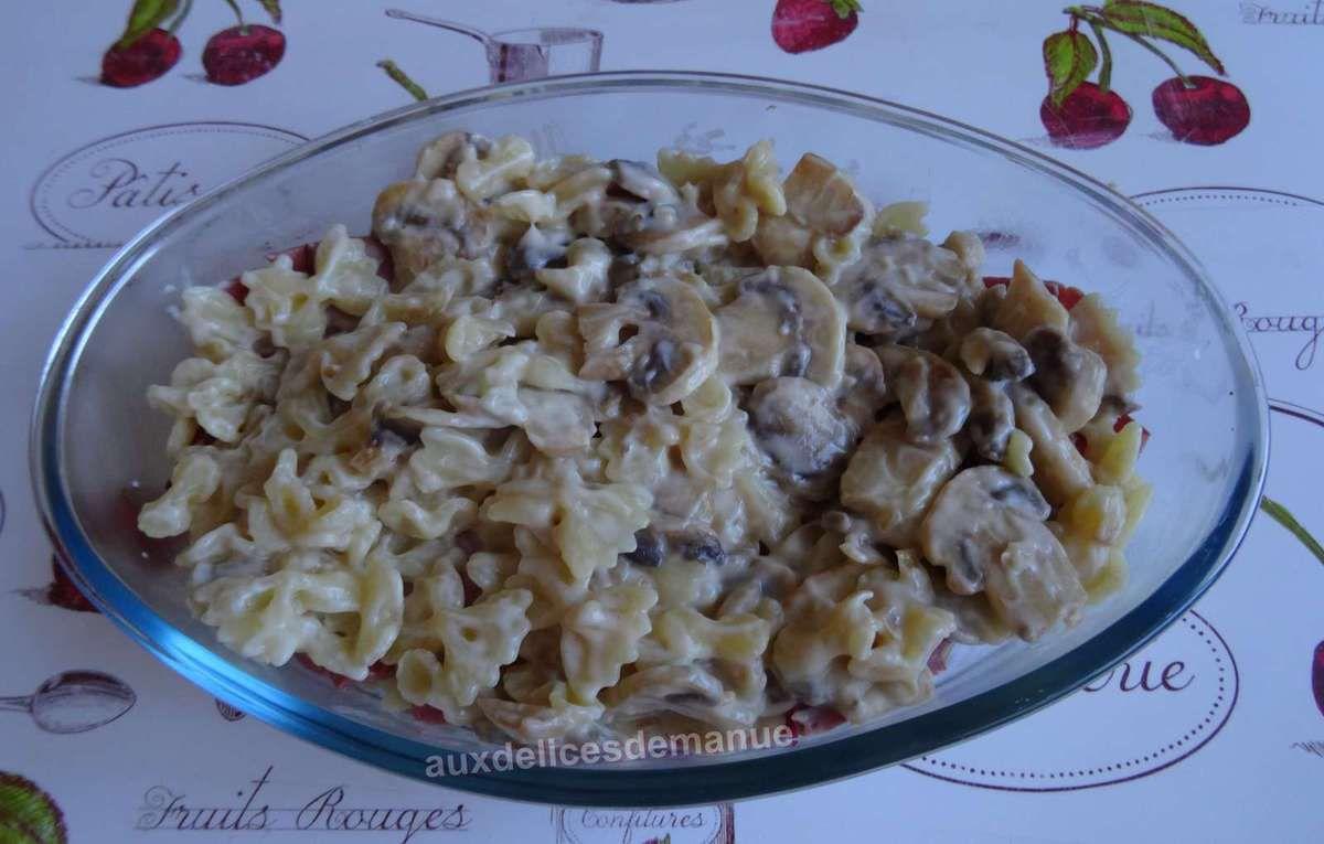 Gratin de pâtes aux champignons, bœuf et fromage raclette