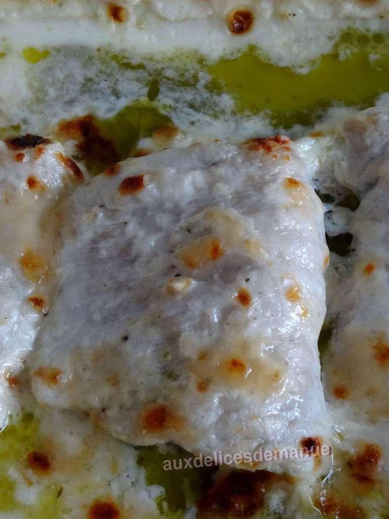 Escalopes de veau à la crème garnies pesto-parmesan