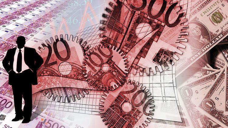 """¿Se avecinan turbulencias en la economía mundial? Publicado: 31 jul 2015 09:08 GMT . RT / Pixabay.com El experto en mercados financieros Patrick Young advierte de que """"desde todos los ángulos"""" el pronóstico para la economía mundial para los próximos meses es preocupante: frenazo del crecimiento chino, Europa en franco declive y EE.UU. tal vez al borde de un cambio de tendencia. """"China parece inestable, mientras los eurócratas siguen buscando las semillas de los brotes verdes de la recuperación. Mientras tanto, la recuperación de EE.UU parece bastante consolidada. Y ahí está el problema"""", afirma en RT el experto en mercados financieros Patrick Young. El experto recuerda que no han aparecido finalmente los esperados """"brotes verdes"""" en las economías europeas. """"Esto sucede cuando se crea un entorno de inversión corporativo poco amigable y socialista que es incapaz de abrazar al futuro por miedo a decepcionar intereses particulares análogos. Europa está en declive terminal por haber fracasado a la hora de crecer con el resto del mundo"""", afirma. China Por otro lado, Young sostiene que el mercado inmobiliario asiático ha experimentado una """"gran burbuja (similar a la de 1997, previa a la crisis asiática)"""" mientras que los mercados de valores en China recientemente han dejado de ganar dinero fácil alimentados por un mercado alcista. """"Una de las razones por las que hay un declive en la renta variable china es el agotamiento de la demanda global en todo el mundo. Eso se puede ver fácilmente en el mercado de materias primas en el que no solo el petróleo, sino los metales industriales y otros recursos esenciales para las manufacturas han venido cayendo durante meses"""", señala el experto. """"Junto con el colapso de los metales preciosos, con el oro marcando un mínimo de cinco años, se está creando un escenario para la explosión de una burbuja de activos que podría rivalizar a la vez con la de Asia en 1998 y las de Occidente ocurridas dos décadas más tarde"""", alarma Young, añadiendo q"""