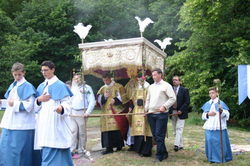 Fête-Dieu : Messe, préparation, pique-nique et procession
