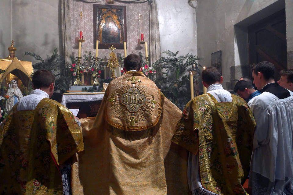 Souvenir photos de la messe de l'Immaculée Conception à Rennes.