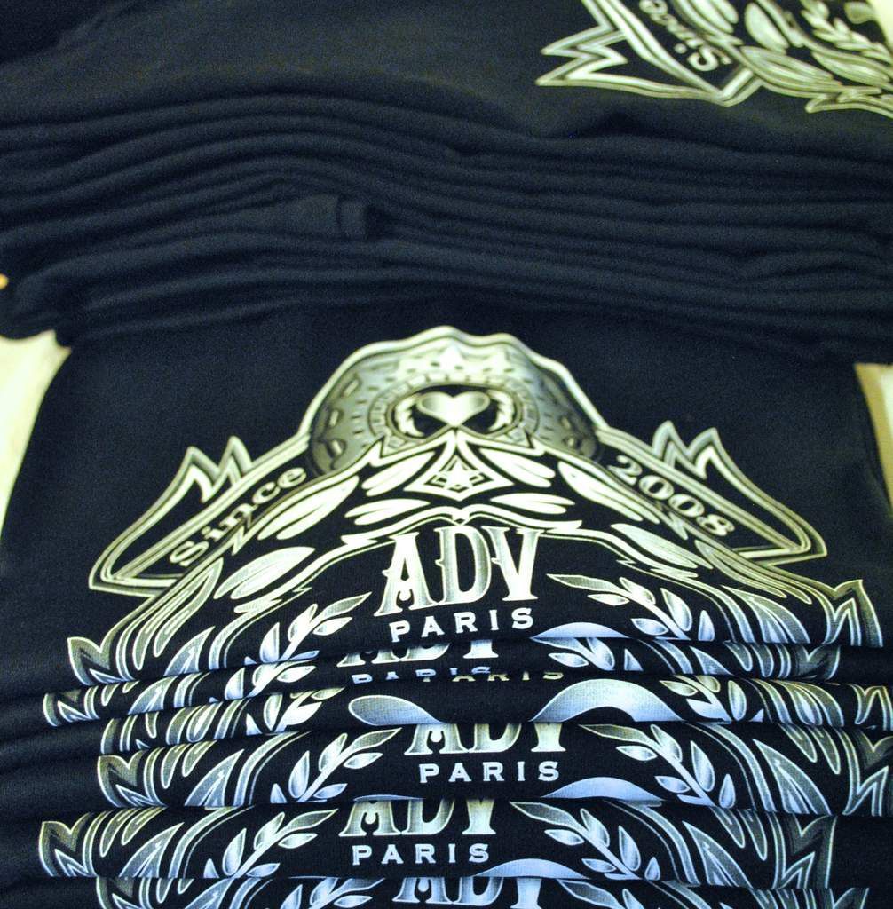 T-shirt ADV disponible sur le site advparis.com