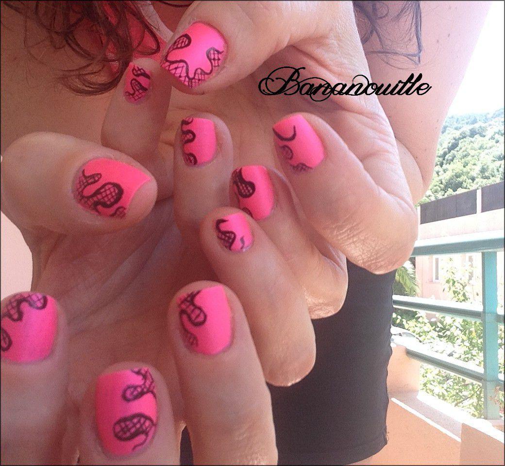 Nail Art  &quot&#x3B;résille libre sur fluo rose &quot&#x3B;