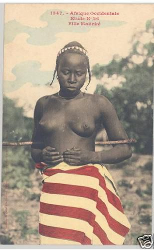 Phototypie (carte postale) Edmond Fortier, Fille Malinké, Afrique occidentale, 1905/1906.  Picasso, Nu de face, mains derrière le dos, 1907