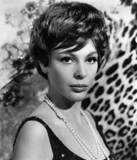 """Images du film """"La fille aux yeux d'or"""" d'Albicocco (1961) avec Marie Laforêt, Danièle Presvot et Paul Guers"""