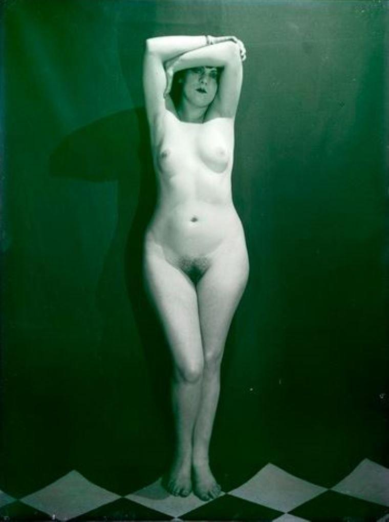 Man Ray - Kiki de Montparnasse  1924