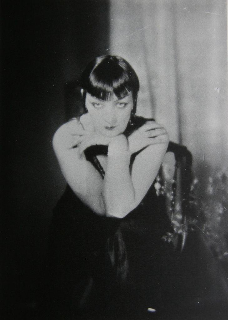 Man Ray - Kiki de Montparnasse 1927