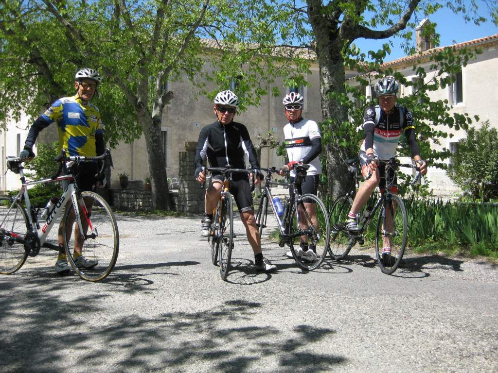 C'est parti pour 75 km à la découverte des Cévennes, devant l'accueil Montfortain.
