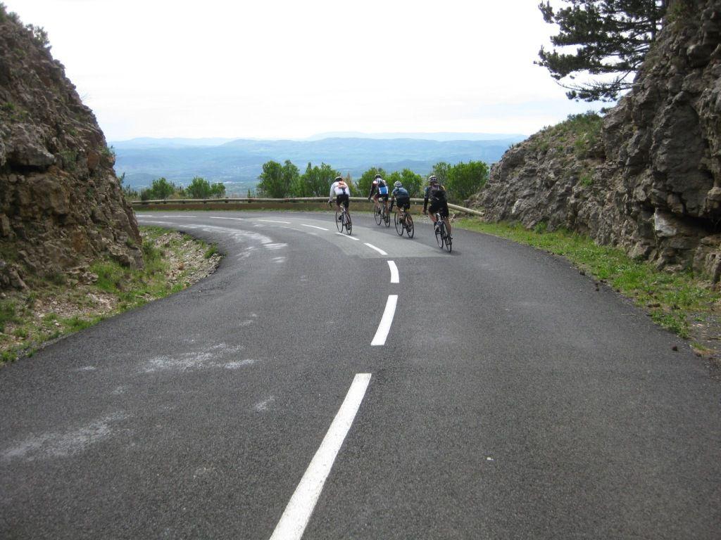 Redescente du causse vers la vallée de l'Hérault.