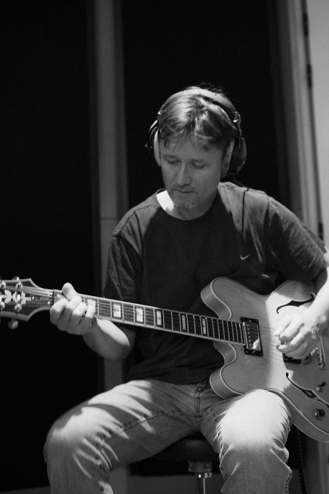 Stéphane Rousseau: guitares claviers compositeur