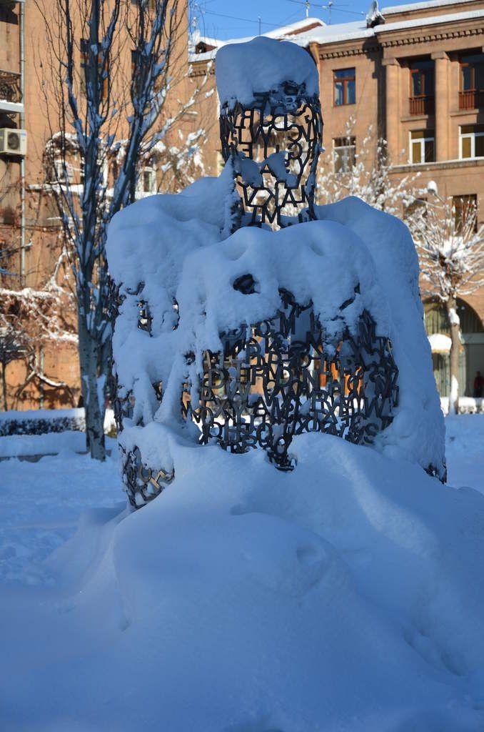 Plensa sous la neige