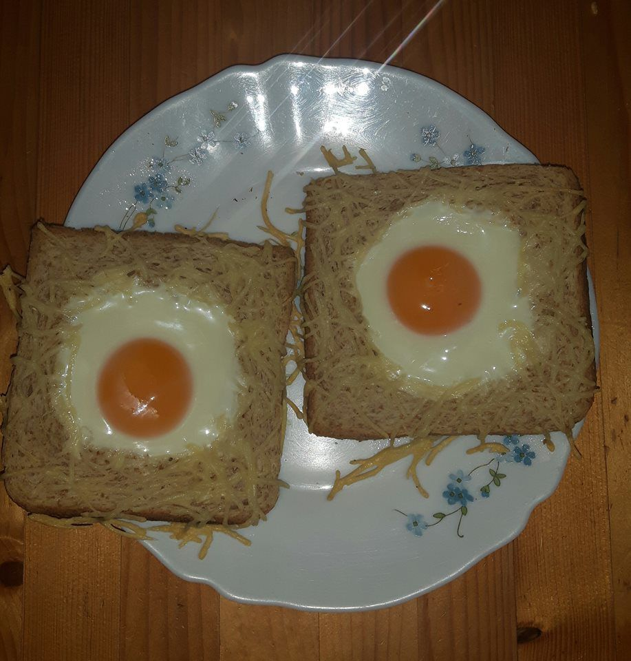 TAOST OEUF ET FROMAGE