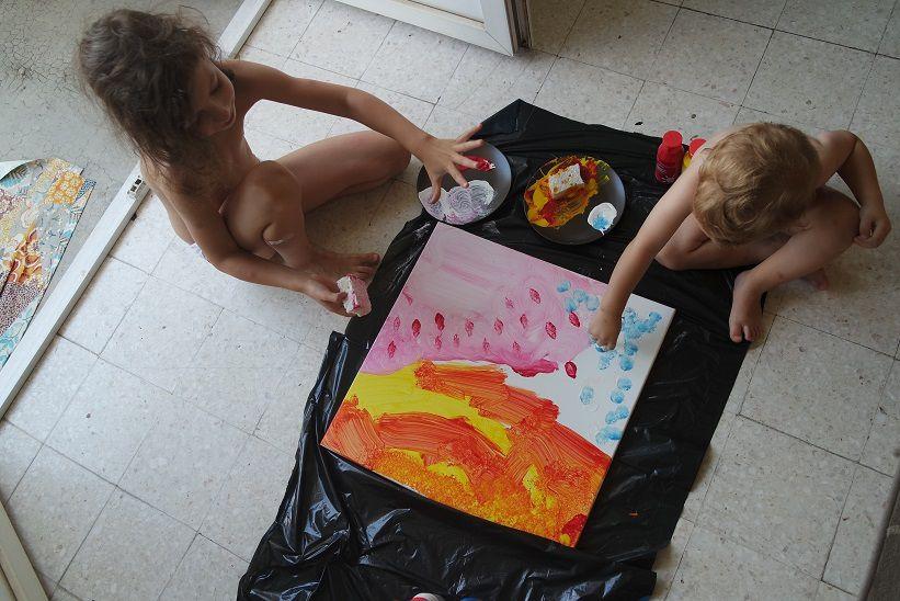Séance peinture à quatre mains