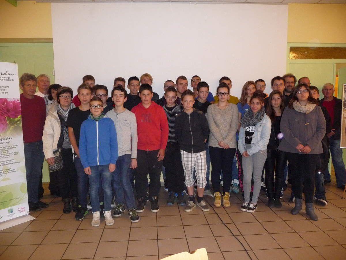 La classe, de 3ème, avec M. Debut, à gauche, l'enseignant responsable du projet