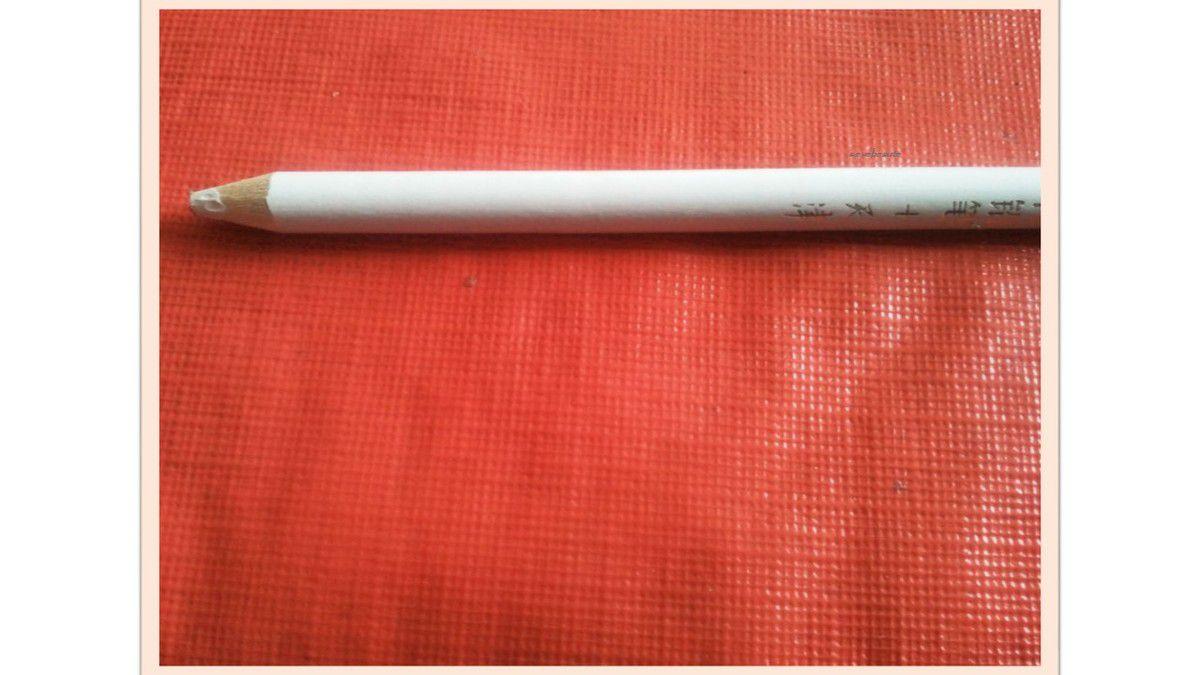Le Crayon De Cire Attrapeur de Strass de Née Jolie...