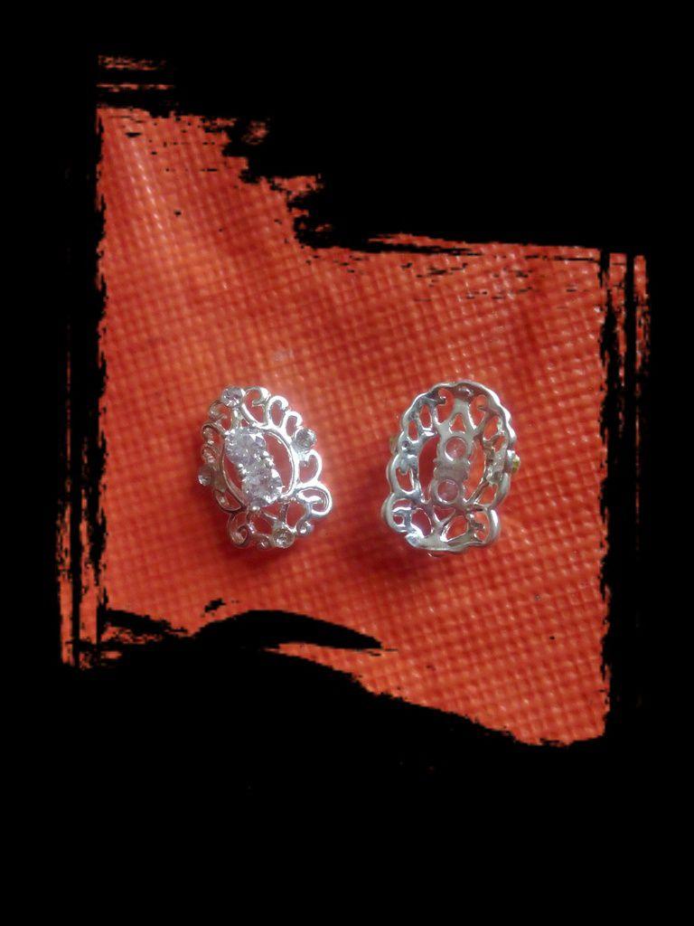 Foulard et Bijoux d'ongles avec Née Jolie....