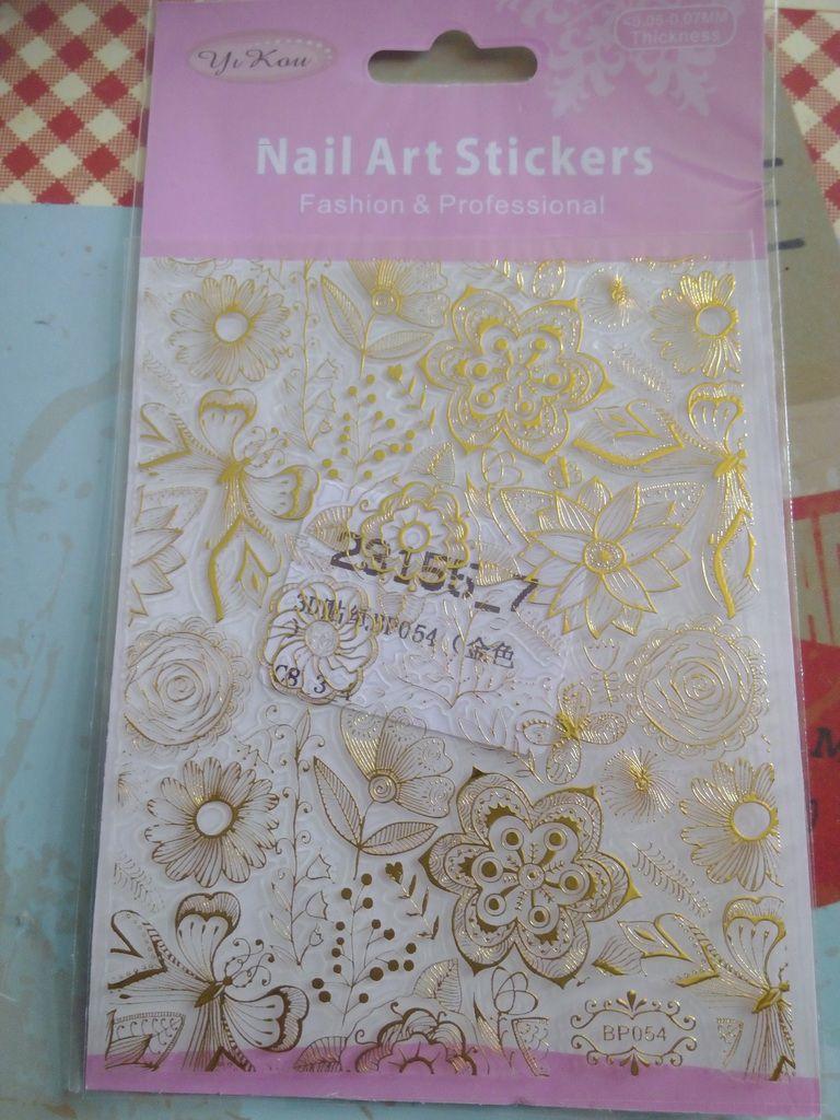 Stickers 3D pour un Nail Art chic avec Née Jolie....