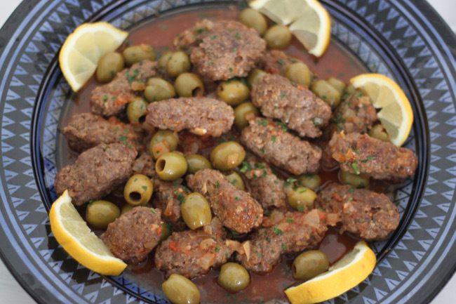 Tajine el hout (tajine à la viande hachée et olives)