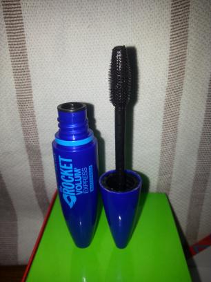 (mascara The Rocket volum'express waterproof, Maybelline)