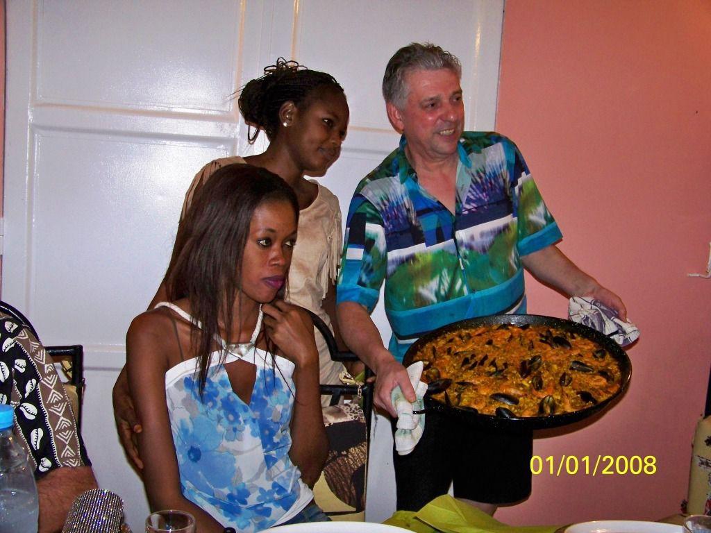 Notre compagnon espagnol ayant ramené un plat dans ses bagages, il nous fera une superbe paella aux fruits de mer comme là-bas..
