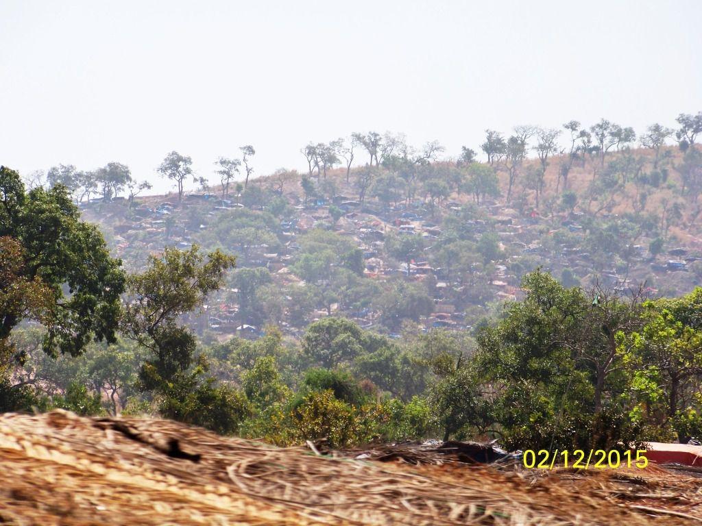 Village de chercheurs d'or au Senegal juste avant la frontière avec le Mali.