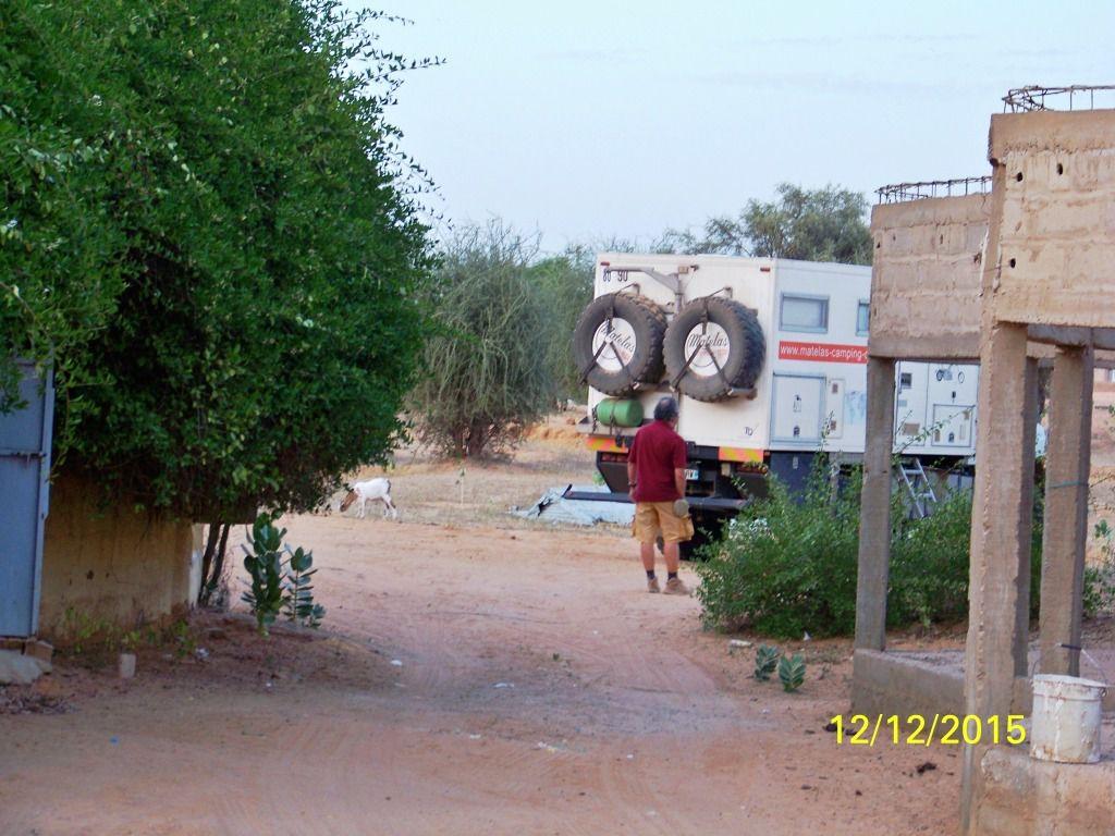 Notre dernière nuit en Mauritanie se fera sur le parking de cette auberge Eco-Touristique. Pour l'instant une grande salle de réception/séminaire est en construction.