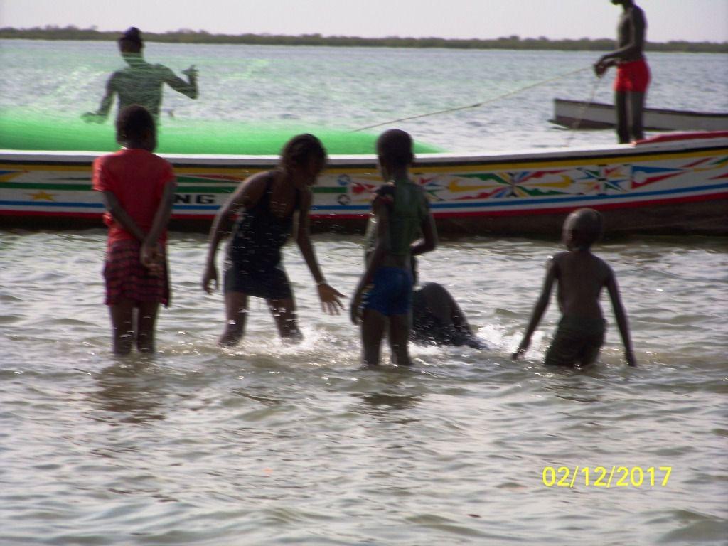 Nous quittons Saly après 2 jours de repos pour descendre dans le Siné Saloum. Nous prendrons le petit ferry pour rejoindre Foundiougne.