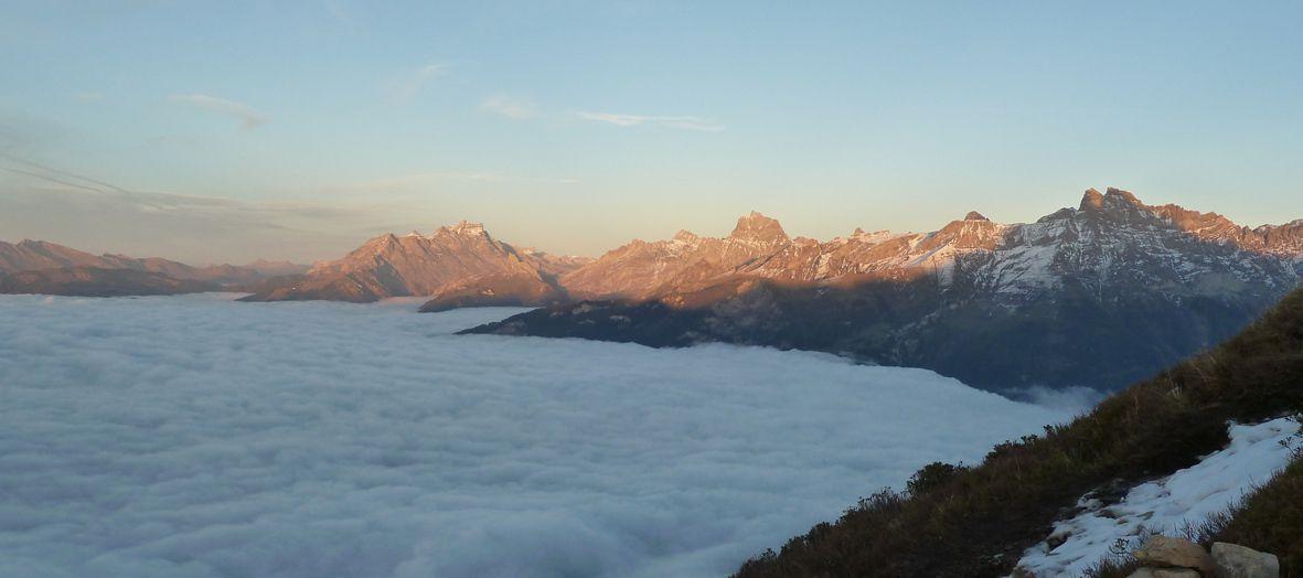 Fin de journée et mer de brouillard sur la plaine du Rhône