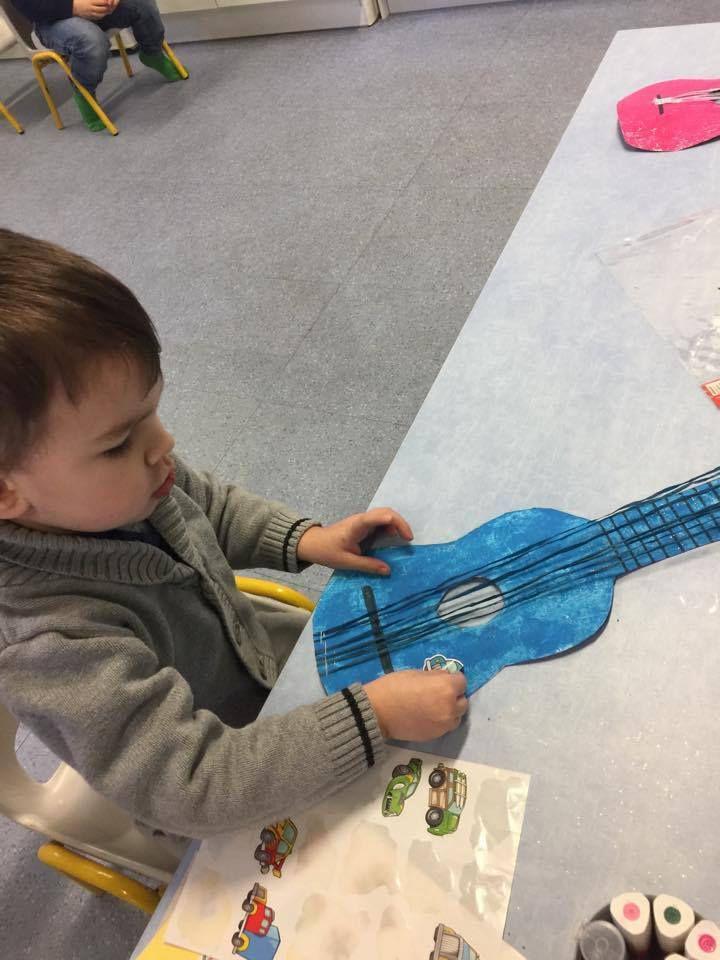 Périscolaire le mardi  Février  // Motricité , Fabrication d'une guitare......