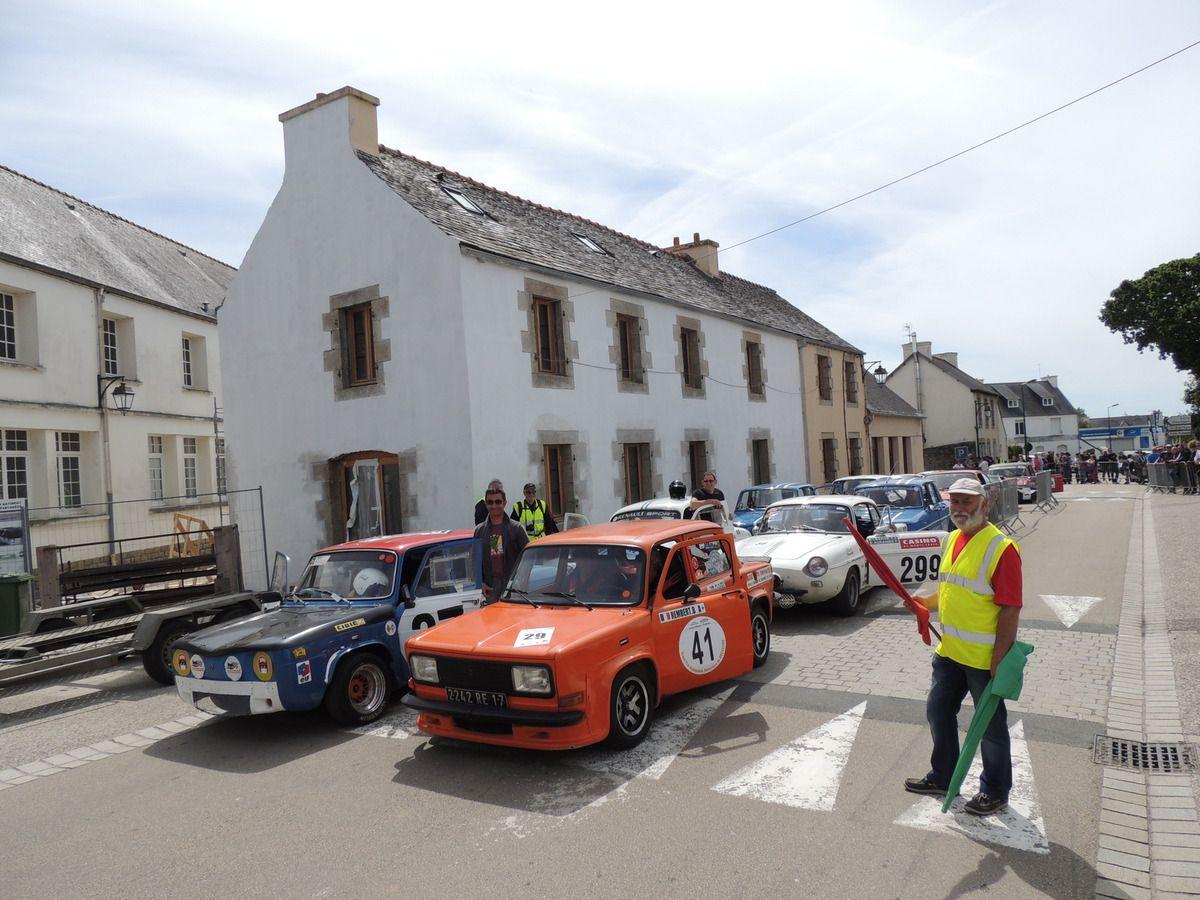 La SIMCA Rallye 3 de Bernard REMBERT et la RENAULT 8 Gordini de Mickaël PUSTOC'H
