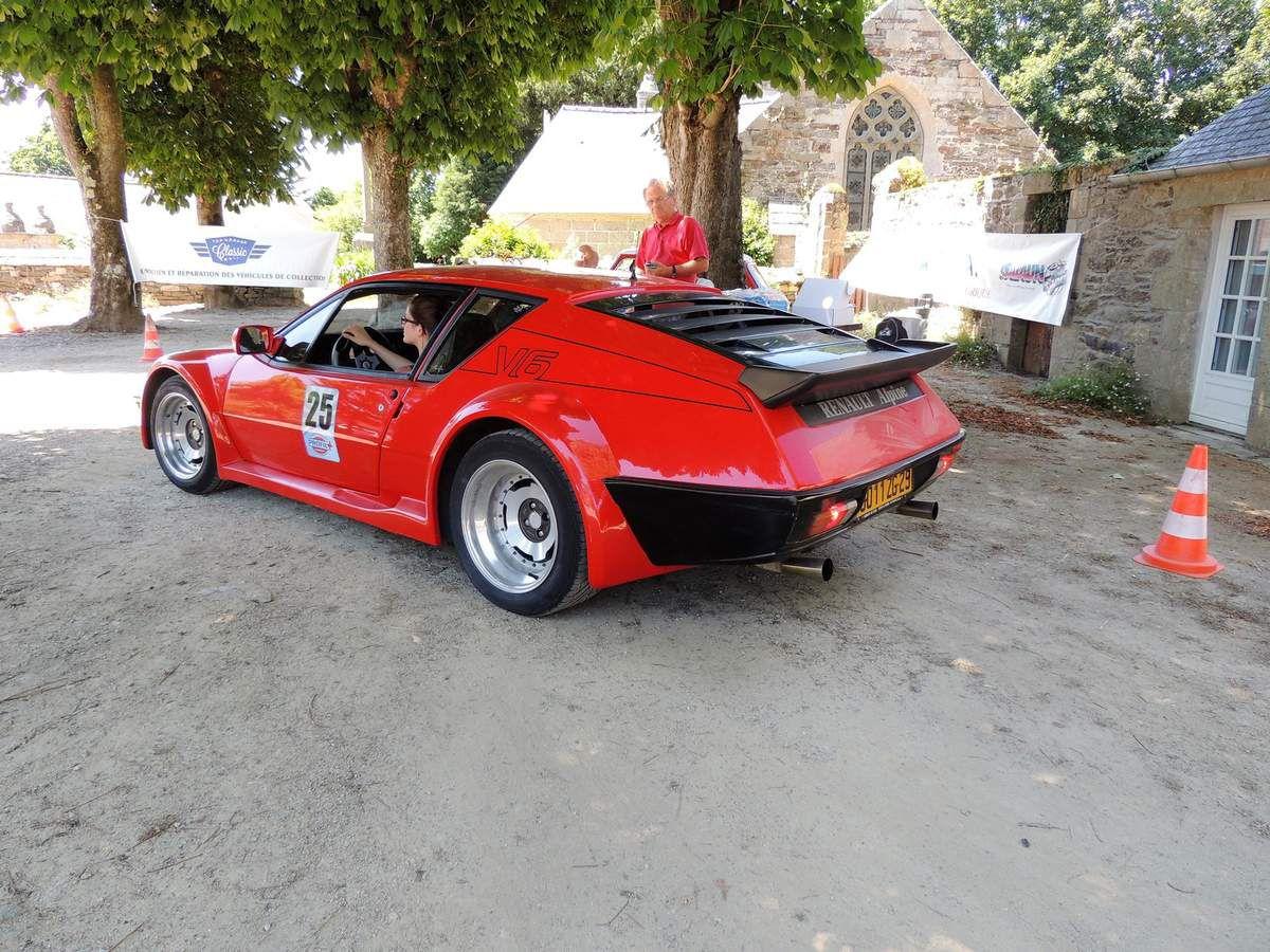 la belle ALPINE A 310 V6 rouge sur la ligne de départ