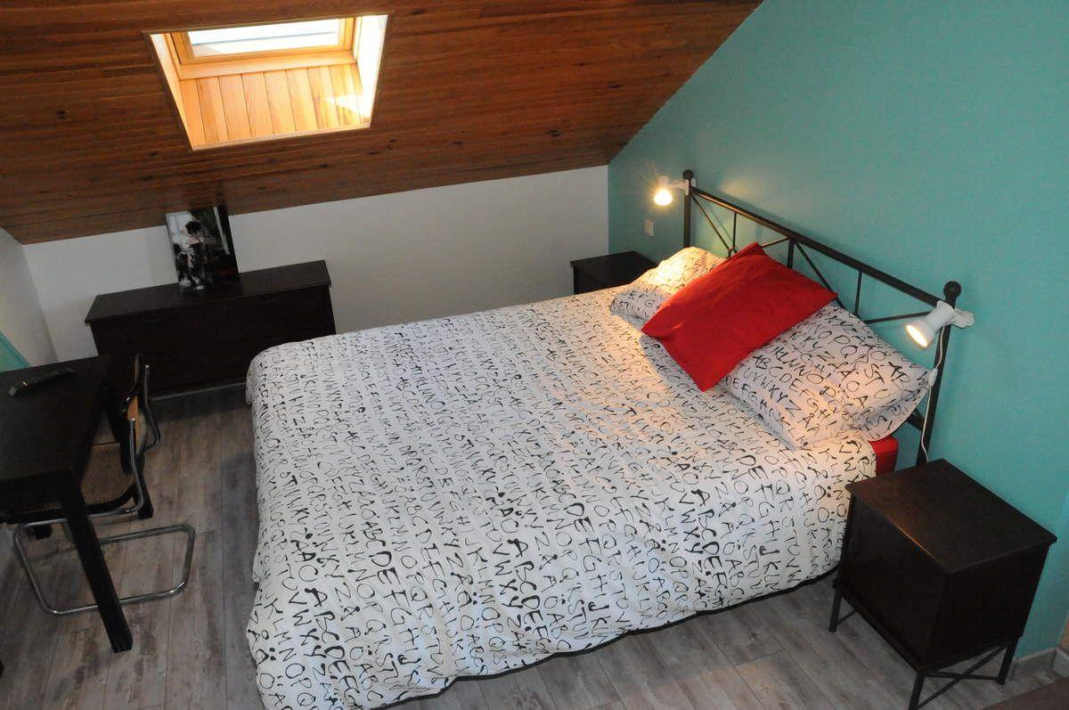 chambres d'hôtes spacieuses et confortables avec salle de bain privative, espace détentee