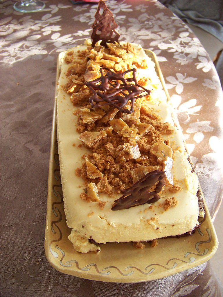 Bûche de Noël (nougatine, génoise chocolat, poires-vanille, mousse caramel)