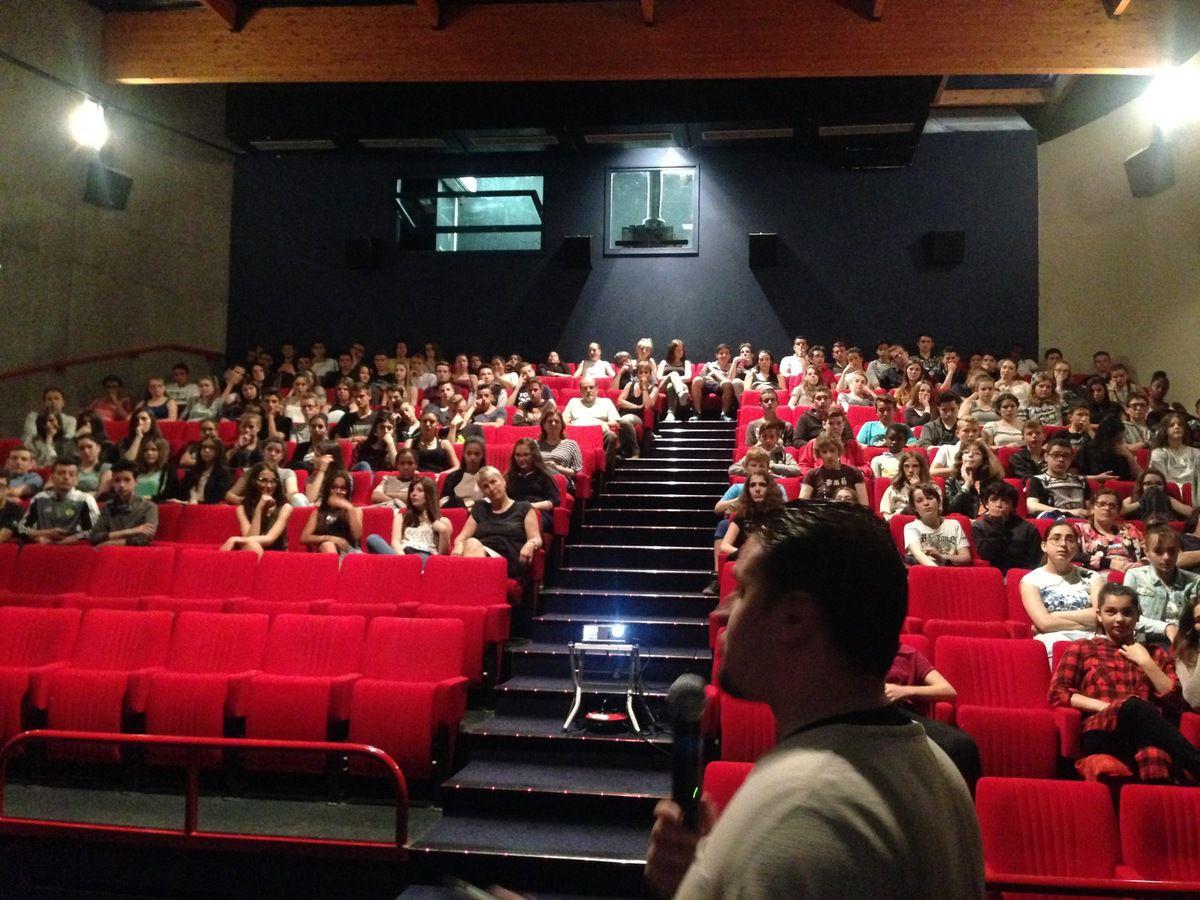 Avec les élèves des collèges du Calloud et des Dauphins à la Tour du Pin .