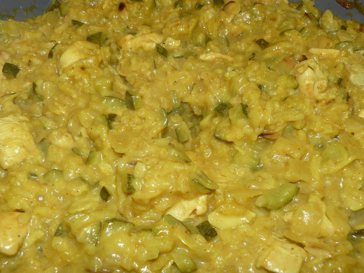 Risotto au curry, courgettes et poulet