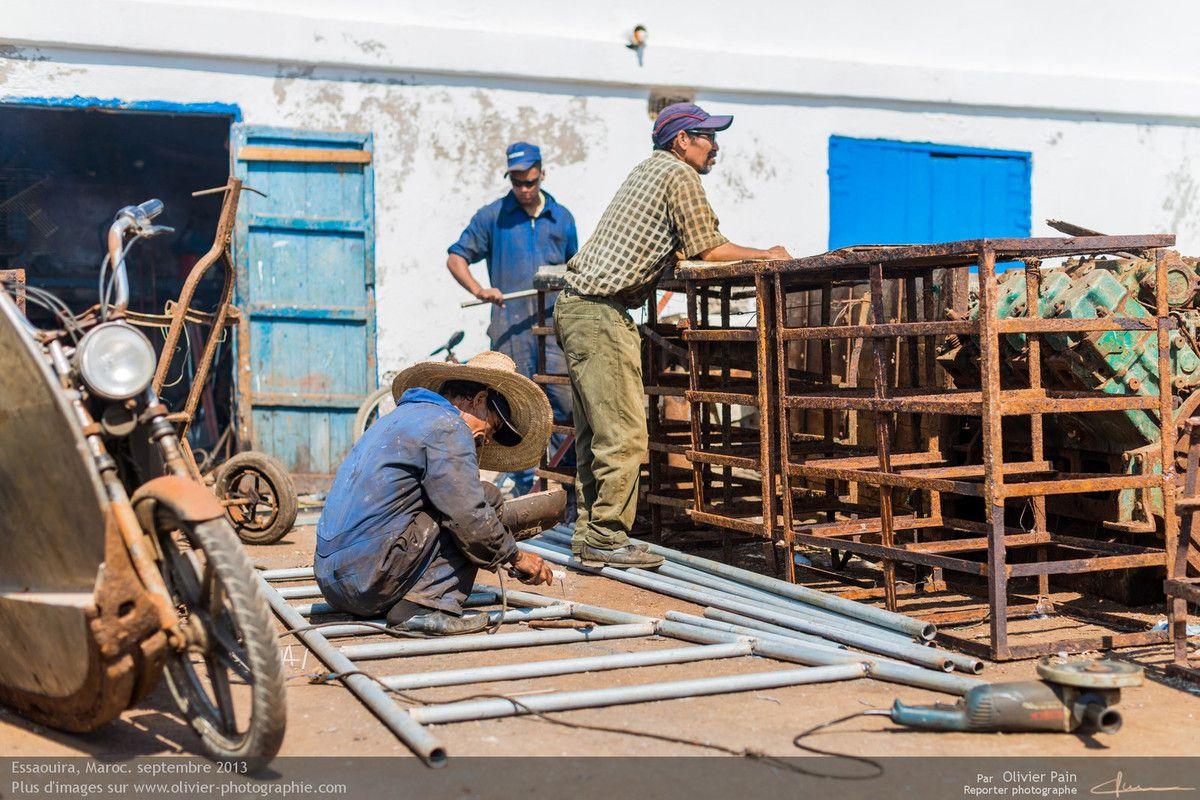 Photo : Tous les corps de métiers permattant la réparation et l'entretien des bateaux et matériel de pêche sont ici rassemblés.