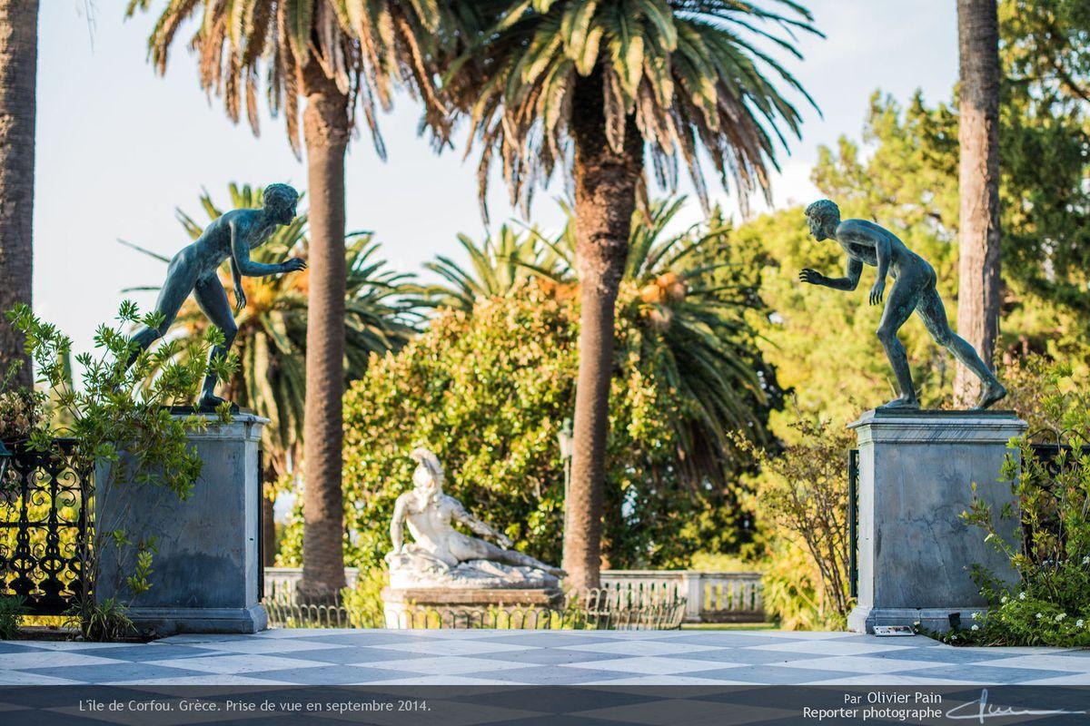 Photo : Vue intérieure des jardins de l'Achilleon le palais de Sissi l'impératrice.