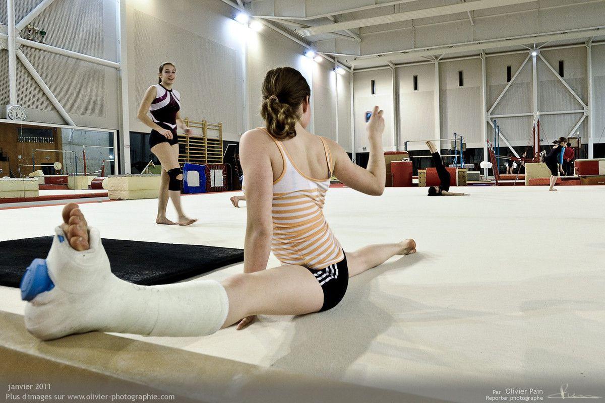 Photo : Juliette continuant l'entrainement avec son platre.