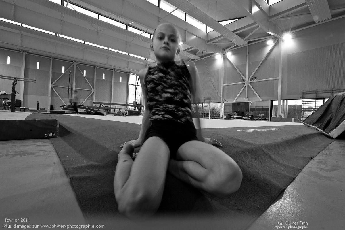 Photo : Découverte du 17mm par les gyms. Fanny jouant avec l'appareil.