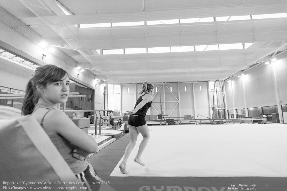 Photographies Gymnastes, réalisées à l'utra grand angle et donc au plus proche des filles. Reportage sur la Gymnastique à Tours.