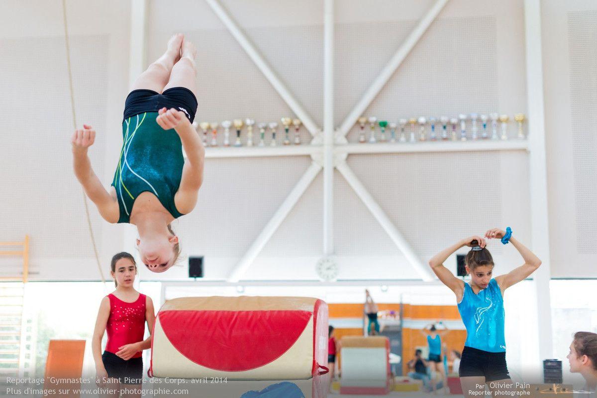 Reportage sur la gymnastique en France. Reportage de suivi de jeunes gymnastes réalisé à Saint Pierre des Corps à 4km de Tours.