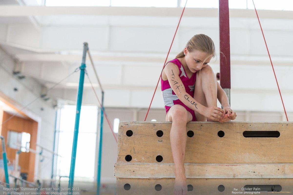 Reportage sur la gymnastique artistique féminine en france. le dernier jour d'entrainement de l'année 2013 et le départ de quelques entraineurs. De beaux moments.