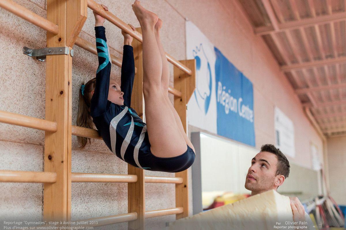 Reportage sur la gymnastique en france au gymnase d'Avoine. Reportage gymnastes réalisé à Tours. Suivi d'un groupe de jeunes gymnastes.